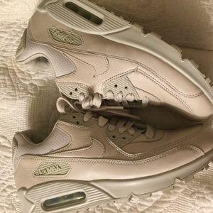Nike Air  Max Sneakers.